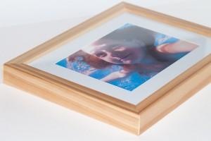 Fotografie v klasickém dřevěném rámu